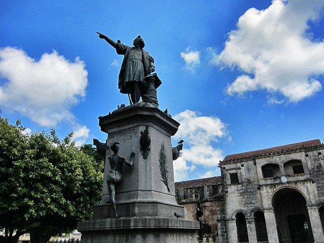 Бронзовая статуя Христофора Колумба