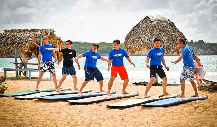 Школа для серфинга на пляже Макао