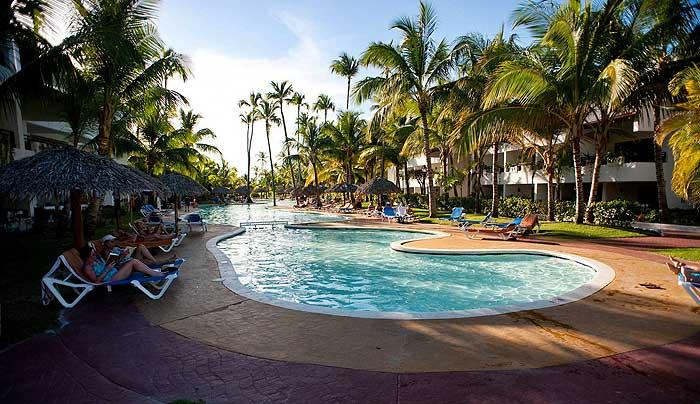 Открытый бассейн в отеле Оксиденталь Гранд Пунта Кана