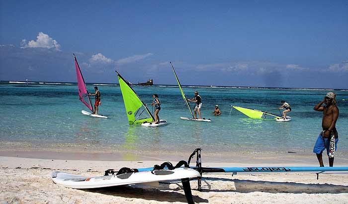 В Доминикане можно взять на прокат доску для серфинга