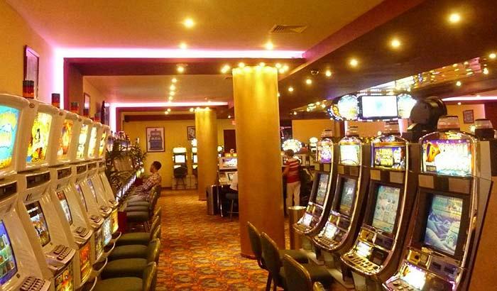 Казино в отеле Paradise Plaza Casino